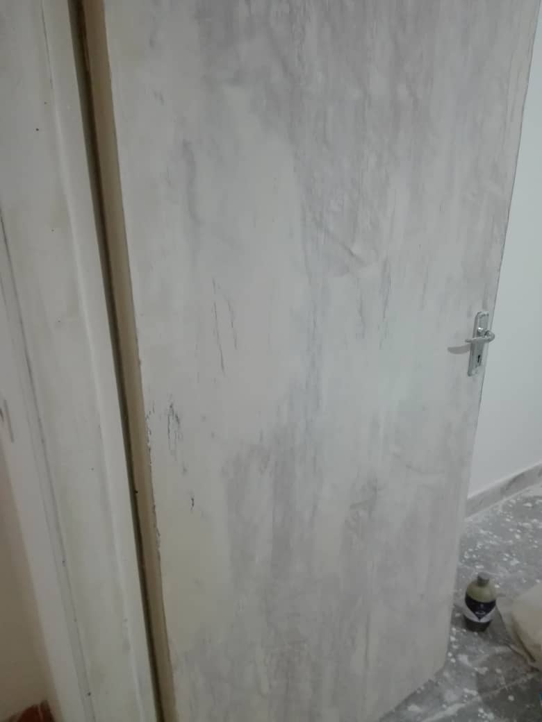 نحوه رنگ کردن درب چوبی شکسته