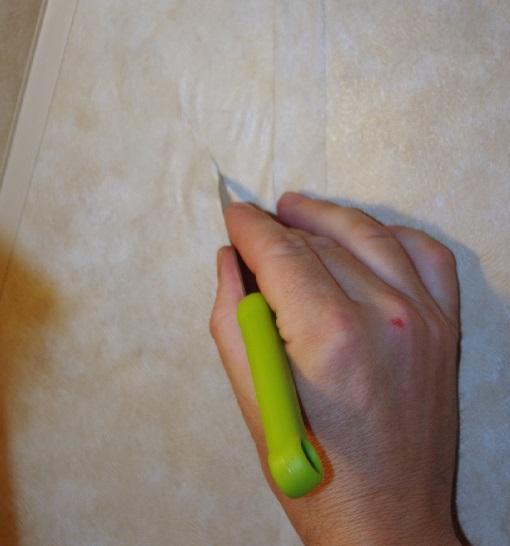 حباب زیر کاغذ دیواری